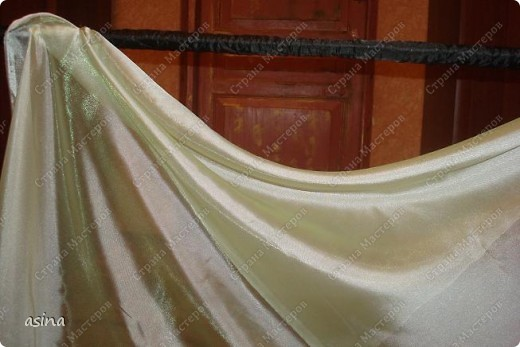 """Уважаемые мастерицы, скоро весна, хочется что-то изменить в прическе, одежде... Я хочу предложить вам изменить интерьер-и сшить новые шторы. В интернете очень много предложено мастер-классов по шитью, я хочу показать вам, как это делаю я. Для работы я использую следующее """"приспособление""""-деревянный плинтус (длиной около 2 метров) обшит плотно тканью """"стежка"""" на синтепоне. На этом плинтусе сегодня будем собирать сваг """"ракушку"""" фото 8"""