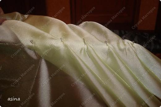 """Уважаемые мастерицы, скоро весна, хочется что-то изменить в прическе, одежде... Я хочу предложить вам изменить интерьер-и сшить новые шторы. В интернете очень много предложено мастер-классов по шитью, я хочу показать вам, как это делаю я. Для работы я использую следующее """"приспособление""""-деревянный плинтус (длиной около 2 метров) обшит плотно тканью """"стежка"""" на синтепоне. На этом плинтусе сегодня будем собирать сваг """"ракушку"""" фото 13"""