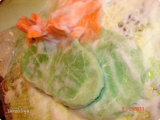 Приближаются весенние праздники для своей дочери и племянницы  я сваляла тапки, может кому еще захочется сделать такие цветочки на ножки своим деткам  фото 12