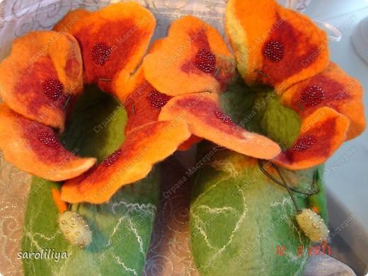 Приближаются весенние праздники для своей дочери и племянницы  я сваляла тапки, может кому еще захочется сделать такие цветочки на ножки своим деткам  фото 14