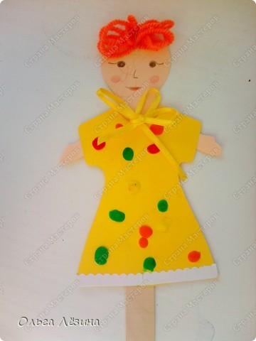 Наряжали с малышами куколку. Украшали пластилиновыми шариками платье... фото 1