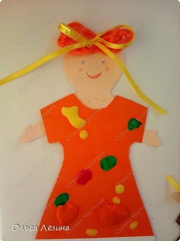 Наряжали с малышами куколку. Украшали пластилиновыми шариками платье... фото 3