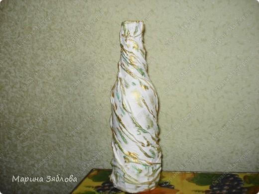 Бутылочки превращаются .... в элегантные вазы !Давно столкнулась с проблемкой: нет вазы для одной розочки или например трех тюльпанов.Все вазы какие-то большие.Вот решила сделать маленькие вазочки . фото 5