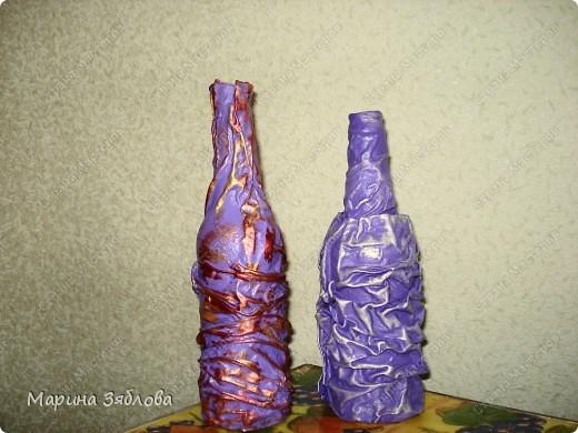 Бутылочки превращаются .... в элегантные вазы !Давно столкнулась с проблемкой: нет вазы для одной розочки или например трех тюльпанов.Все вазы какие-то большие.Вот решила сделать маленькие вазочки . фото 9