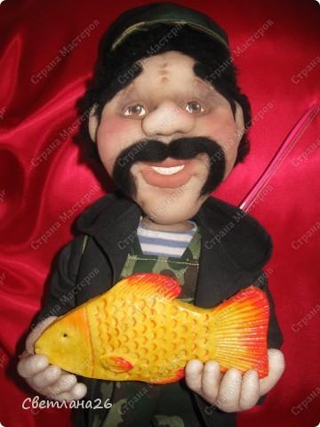 Очередной рыбак. Поймал хороший улов и улыбается во все 32 зуба. фото 2
