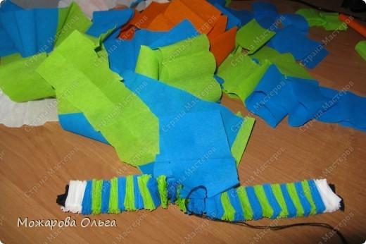 Клоун из гофрированных  спиралек. По такому принципу сделаны ножки и ручки у тигра. http://stranamasterov.ru/node/33597?tid=451%2C1492  фото 11