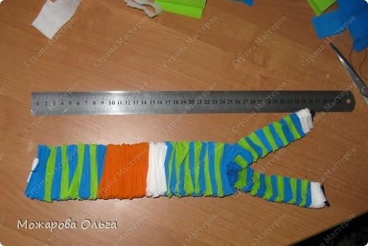 Клоун из гофрированных  спиралек. По такому принципу сделаны ножки и ручки у тигра. http://stranamasterov.ru/node/33597?tid=451%2C1492  фото 15