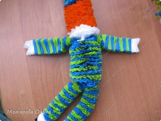 Клоун из гофрированных  спиралек. По такому принципу сделаны ножки и ручки у тигра. http://stranamasterov.ru/node/33597?tid=451%2C1492  фото 21