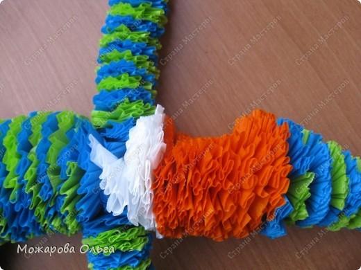 Клоун из гофрированных  спиралек. По такому принципу сделаны ножки и ручки у тигра. http://stranamasterov.ru/node/33597?tid=451%2C1492  фото 22
