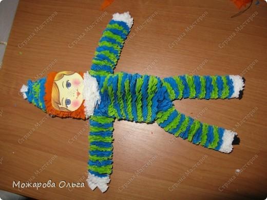 Клоун из гофрированных  спиралек. По такому принципу сделаны ножки и ручки у тигра. http://stranamasterov.ru/node/33597?tid=451%2C1492  фото 23