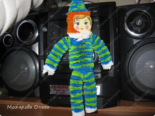 Клоун из гофрированных  спиралек. По такому принципу сделаны ножки и ручки у тигра. http://stranamasterov.ru/node/33597?tid=451%2C1492  фото 2