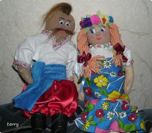 Это мои первые куколки. Делала их в школу на выставку. Выполнены они упрощённо, но даже таких мы их полюбили и было жалко отдавать.  фото 1