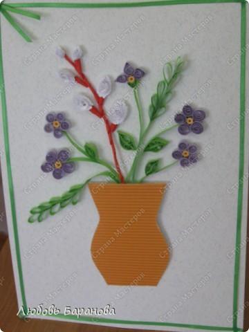 Такую работу мы делаем для наших мам к празднику (1 класс). Кроме полосочек нам нужен картон или бумага для пастели, картон гофрированный и лента шириной 3-5 мм. фото 1