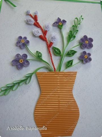 Такую работу мы делаем для наших мам к празднику (1 класс). Кроме полосочек нам нужен картон или бумага для пастели, картон гофрированный и лента шириной 3-5 мм. фото 2