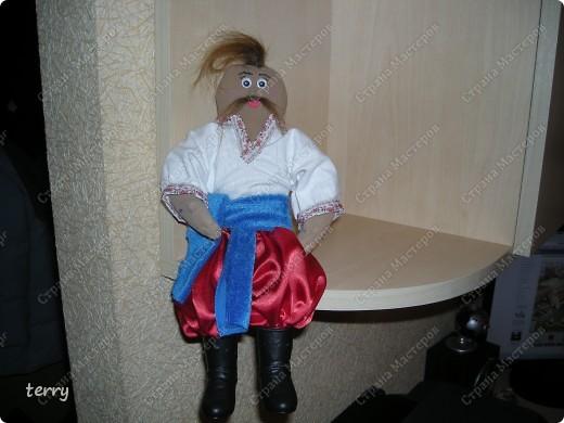 Это мои первые куколки. Делала их в школу на выставку. Выполнены они упрощённо, но даже таких мы их полюбили и было жалко отдавать.  фото 5