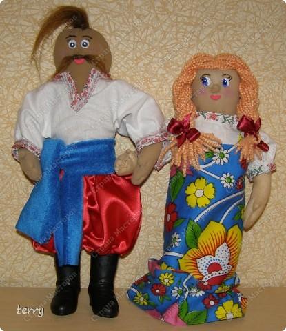 Это мои первые куколки. Делала их в школу на выставку. Выполнены они упрощённо, но даже таких мы их полюбили и было жалко отдавать.  фото 6