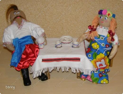 Это мои первые куколки. Делала их в школу на выставку. Выполнены они упрощённо, но даже таких мы их полюбили и было жалко отдавать.  фото 2
