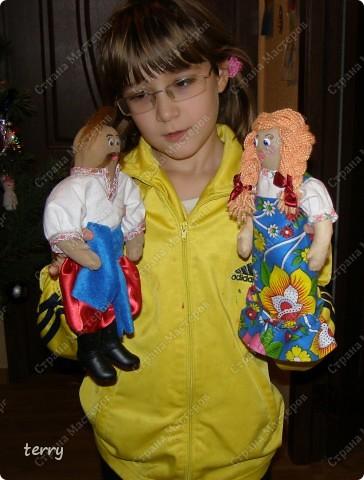Это мои первые куколки. Делала их в школу на выставку. Выполнены они упрощённо, но даже таких мы их полюбили и было жалко отдавать.  фото 7