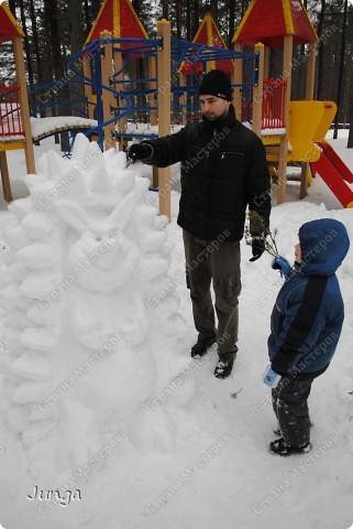 Прошлой зимой мы ездили в дом отдыха, снега было много, а погода - как раз подходящая, вот и решили слепить кого-нибудь, а именно - Ёжа :) фото 6
