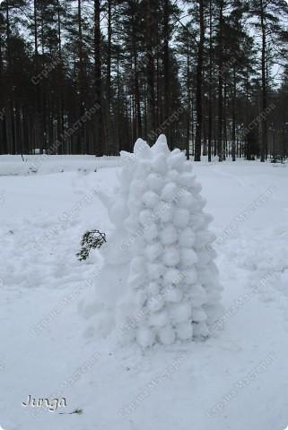 Прошлой зимой мы ездили в дом отдыха, снега было много, а погода - как раз подходящая, вот и решили слепить кого-нибудь, а именно - Ёжа :) фото 1