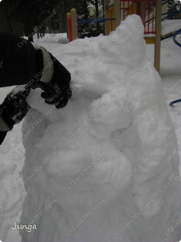 Прошлой зимой мы ездили в дом отдыха, снега было много, а погода - как раз подходящая, вот и решили слепить кого-нибудь, а именно - Ёжа :) фото 4
