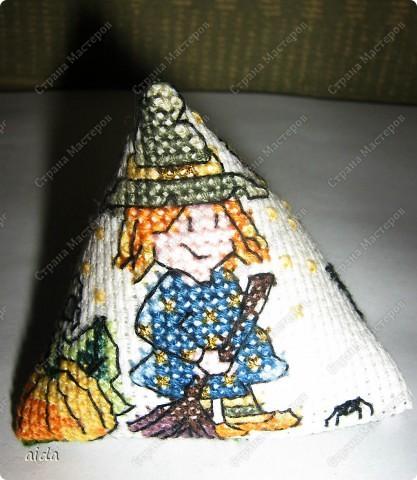 главная картинка - ведьмочка с тыквой и метлой фото 1