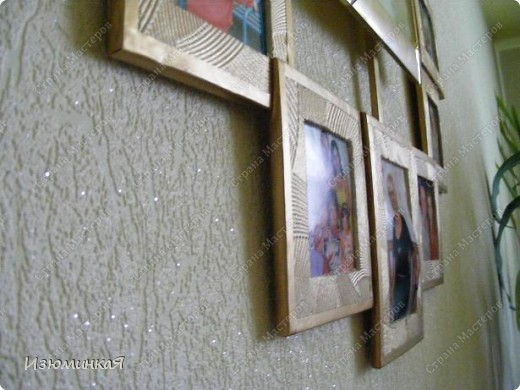 """Мои родители очень любят семейные фото, трепетно хранят их и радуются каждому новому кадру. Вот такие часики я решила им сделать в подарок :) Идея заключается в том, что каждому часу соответствует рамочка фото, которое иллюстрирует тот или иной памятный момент нашей жизни :) Потому и называется этот новый предмет нашего интерьера """"Остановись, мгновение"""" :) По-моему, довольно символично :) фото 5"""