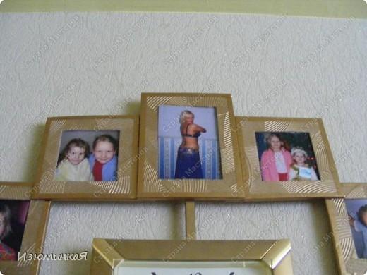 """Мои родители очень любят семейные фото, трепетно хранят их и радуются каждому новому кадру. Вот такие часики я решила им сделать в подарок :) Идея заключается в том, что каждому часу соответствует рамочка фото, которое иллюстрирует тот или иной памятный момент нашей жизни :) Потому и называется этот новый предмет нашего интерьера """"Остановись, мгновение"""" :) По-моему, довольно символично :) фото 6"""