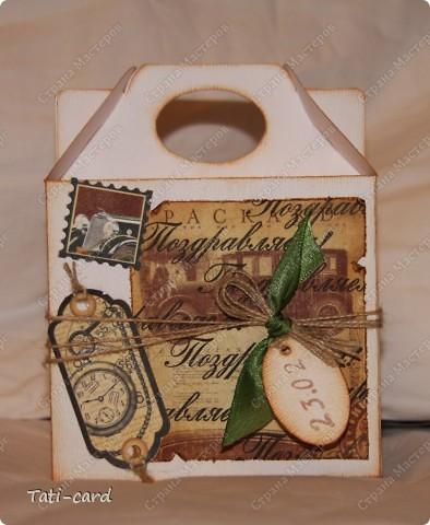 На фото не очень видно, но кробочка сделана из картона с тиснением под дерево. фото 1