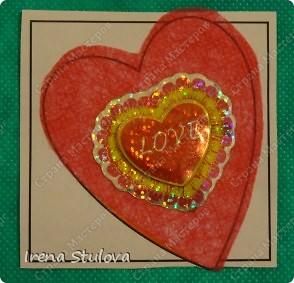 Наши с Настей валентинки. Скачала в интернете раскраску, разрезала на сердечки и дала Насте. Она увидела валентинки моих малышей и решила делать только такие. фото 3