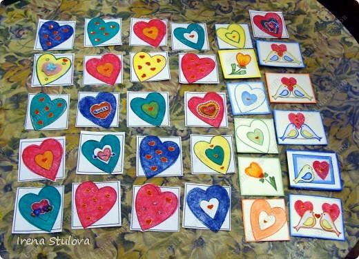 Наши с Настей валентинки. Скачала в интернете раскраску, разрезала на сердечки и дала Насте. Она увидела валентинки моих малышей и решила делать только такие. фото 1