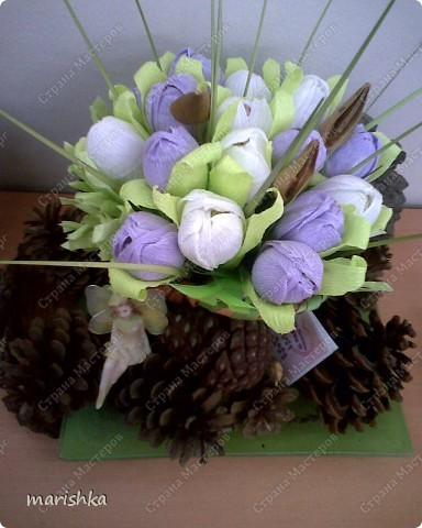 """Вот такой подарок я приготовила своей подруге ко дню рождения. Расцвели у меня дома """"сладкие"""" цветочки. Маленькая фейка караулит их,чтоб никто не съел.  фото 1"""