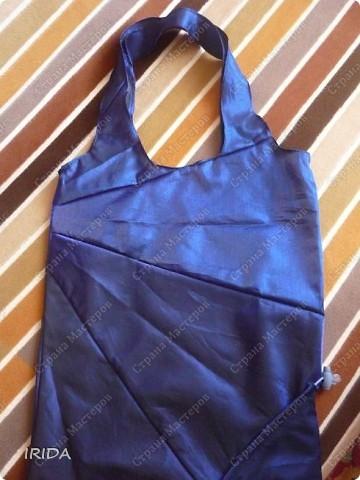Когда-то давно я купила хозяйственную сумку- трансформер. Очень удобная вещь,но к сожалению до такой степени истрепалась,что подлежала только замене. И еще зонт сломался .... Вот и пришла мне в голову идея сшить сумку из зонта.   фото 1