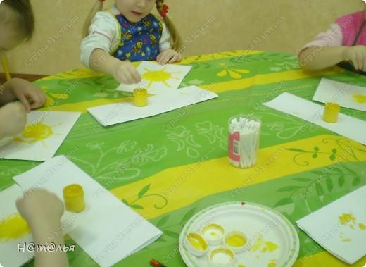 Сегодня знакомились с малышами с техникой рисования ватными палочками. фото 5