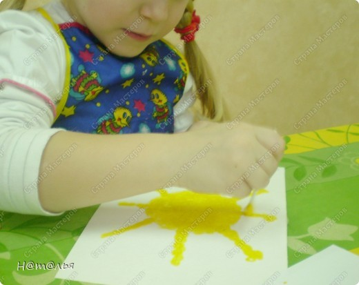 Сегодня знакомились с малышами с техникой рисования ватными палочками. фото 3