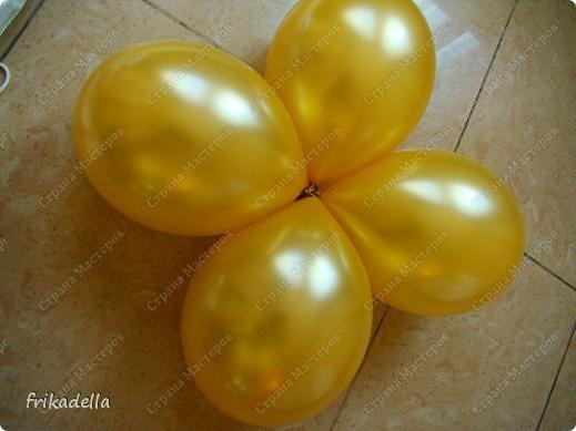 Предлагаю попробовать сделать самостоятельно колонну из воздушных шариков на основе обычной гирлянды. фото 9