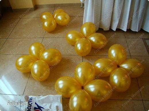 Предлагаю попробовать сделать самостоятельно колонну из воздушных шариков на основе обычной гирлянды. фото 10