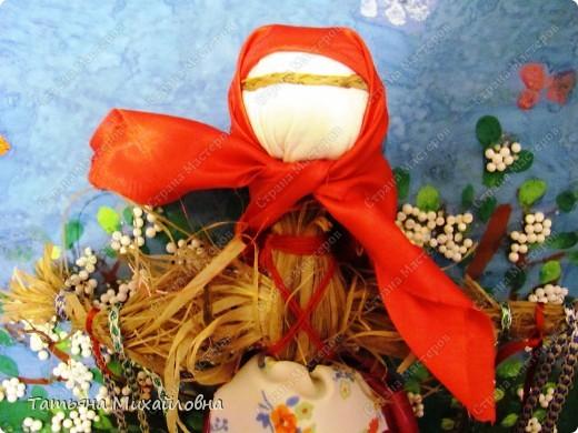 """Вот мои красавицы!  Масленица -  древний языческий праздник до крещения Руси был привязан ко дню весеннего равноденствия (20 или 21 марта).  Это был славянский Новый год- проводы зимы и встреча весны.              Праздник напрямую был связан с поклонением Солнцу, дающему жизнь и силы всему живому. Именно в честь солнца пекли блины, и блин по сути стал символом солнышка: желтый, круглый, горячий. Славяне верили, то вместе с блином они съедают частичку его тепла и могущества.  С введением христианства масленицу, как и многие другие древнеславянские праздники, """"привязали"""" к Пасхе Праздновать   стали в последнюю неделю перед Великим постом, поэтому теперь в разные года Масленица выпадает на разные дни. фото 3"""