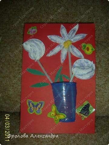 Гера сказал, что это подарок папе на 8 марта:) Ватные диски, стаканчик, наклейки, пистолет, коклельная трубочка фото 1