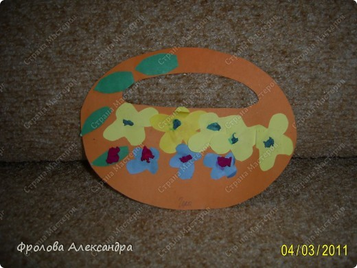 Гера сказал, что это подарок папе на 8 марта:) Ватные диски, стаканчик, наклейки, пистолет, коклельная трубочка фото 2