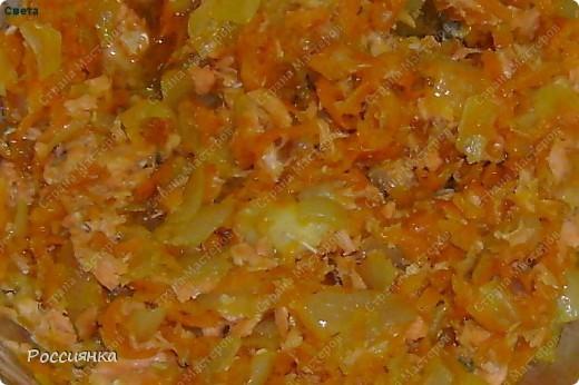 """Салат """"Быстрый""""  1 банка красной фасоли в собственном соку  1 банка сладкой кукурузы  1 большой помидор  1 огурец  1 стручок болгарского перца  Зелень по вкусу (укроп, петрушка, кинза и т.д.)  Заправка - майонез или растительное масло - по вкусу.   Фасоль промыть, с кукурузы слить жидкость. Овощи порезать кубиками. Мелко нарезать зелень. Все смешать. Салат достаточно сытный за счет фасоли. фото 2"""