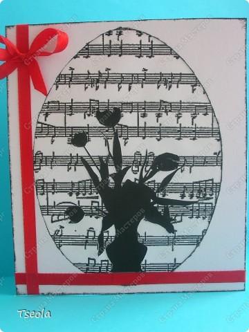 В последнее время заинтересовалась скрапбукингом - столько красивых вещей делают мастерицы! Эта открыточка для завуча музыкальной школы, поэтому фоном использовала ноты (всегда нравились монохромные  открытки) фото 1