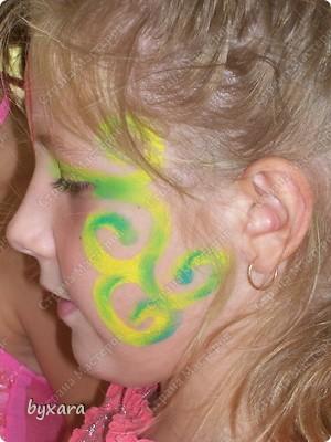 Пробовала разрисовывать девочек мелками. фото 3