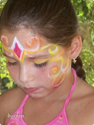 Пробовала разрисовывать девочек мелками. фото 4