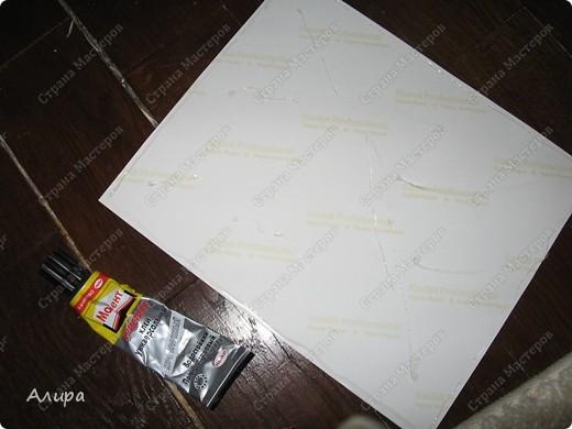 Родителям в подарок на 23 февраля и 8 марта решила сделать фотоальбом хенд-мейд. Спасибо вдохновительнице  frikadella и ее МК http://stranamasterov.ru/node/139301. Хотя в процессе все поменялось, но вдохновение дорогого стоит! Для изготовления такого альбома нам понадобится: папка ПВХ 5 см (папка-регистратор)  и ткань для ее обтяжки. Папку можно сделать самим из плотного картона в виде обложки, и скрепить атласной лентой, как в вышеназванном МК, но готовая папка для меня – это быстрее и аккуратнее. фото 16