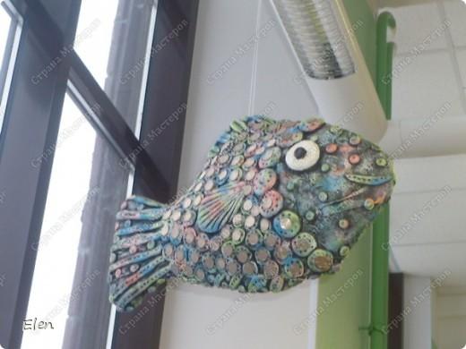 Рыбка размером в длину примерно 60 см,делала на заказ в зооомагазин,висит так уже почти год,когда сделала не стала фотографировать,но теперь захотела показать фото 2