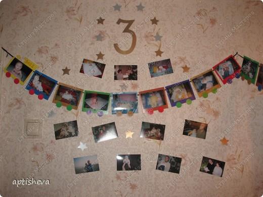 Вырезанная цифра, вокруг звёздочки и фотографии ребёнка со всеми членами семьи. Паровозик начинается на стенке... фото 1