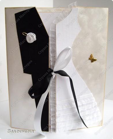 Открытка сделана на заказ. для открытки использован ажурный картон, декоративная бабочка, мужской костюм из бархатной бумаги, розочка из атласной ленточки, женский костюм из картона с эффектом льна (очень мне нравится!), платье украшено рюшами. фото 1