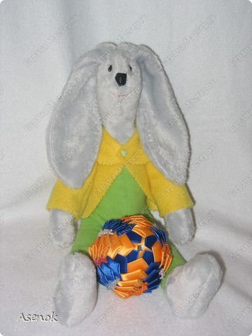 Пасхальный кролик с яйцом :) фото 1