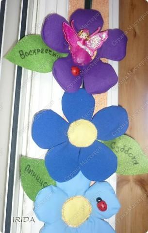 """Вот такой необычный цветок я сделала для своей дочки. Теперь мы каждое утро перед садиком пересаживаем фею-бабочку на новый цветочек. Изучаем и дни недели, и цвета радуги. Эту идею я взяла из журнала """"мой ребенок"""" и немного переделала. Вместо липучек сделала на магнитах. фото 19"""